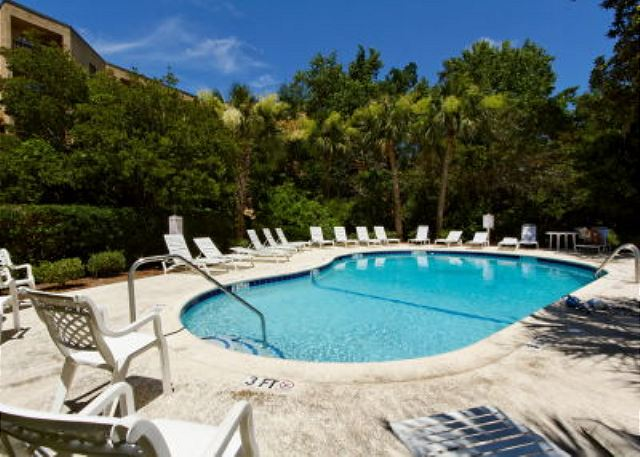 Xanadu 15-A, 2 Bedroom, Large Pool, Walk to Beach, Sleeps 8 - Cool down - HiltonHeadRentals.com