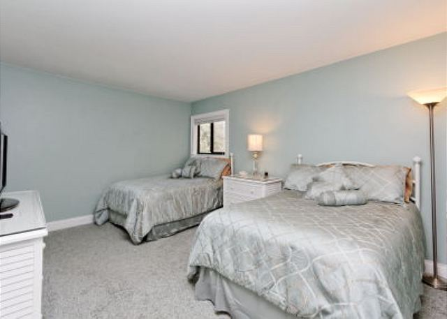 Xanadu 15-A, 2 Bedroom, Large Pool, Walk to Beach, Sleeps 8 - Additional bedroom - HiltonHeadRentals.com