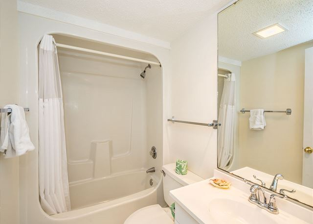 Xanadu 20-A, 3 Bedroom, Pool, Tennis, Walk to Beach, Sleeps 8 - Bathroom Beauty - HiltonHeadRentals.com