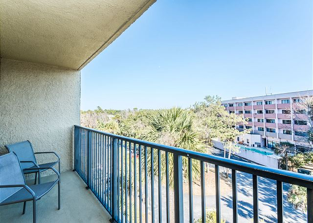 Xanadu 20-A, 3 Bedroom, Pool, Tennis, Walk to Beach, Sleeps 8 - Balcony Views - - HiltonHeadRentals.com