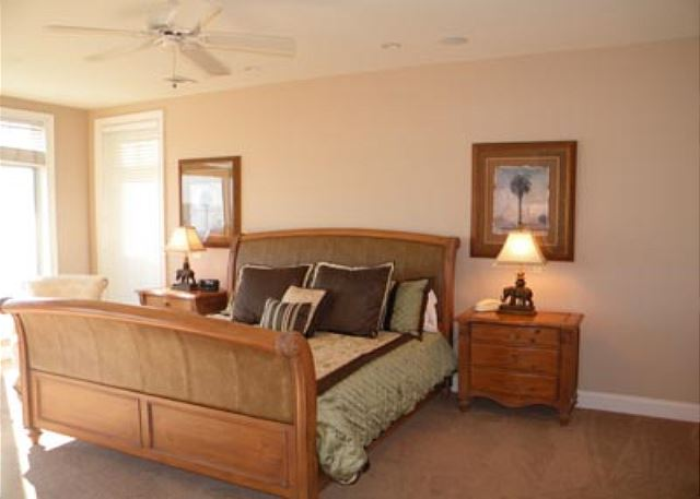 Singleton Beach 11B, Oceanfront 3 Bedrooms, Pool, Elevator - Comfortable bedroom - HiltonHeadRentals.com