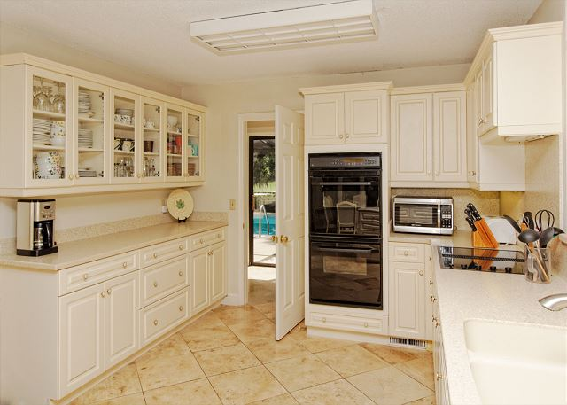 Planters Wood 24, 5 Bedroom, Private Heated Pool, Golf View - Kitchen - HiltonHeadRentals.com