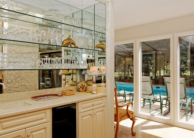 Planters Wood 24, 5 Bedroom, Private Heated Pool, Golf View - Living Room - HiltonHeadRentals.com