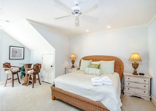 Corine Lane 25, Luxury 7 Bedrooms Private Heated Pool, Sleeps 16 - Bedroom - HiltonHeadRentals.com
