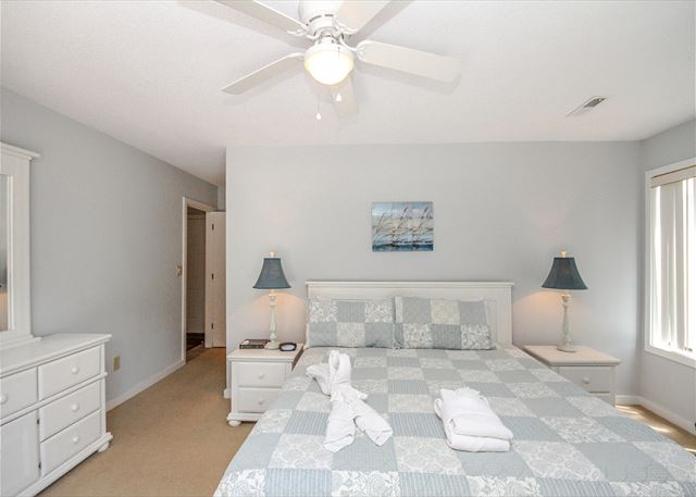 Greens 190, 3 Bedrooms, Large Pool, Walk to Beach, Sleeps 10 - Fresh Towels and Linens - HiltonHeadRentals.com