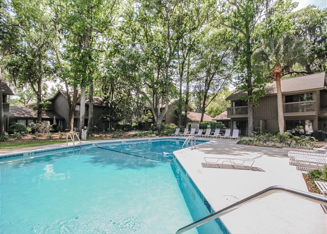 Water Oak 24, 2 BR, 3BA, Golf View, Large Pool, WiFi, Sleeps 8 - Pool Fun! - HiltonHeadRentals.com