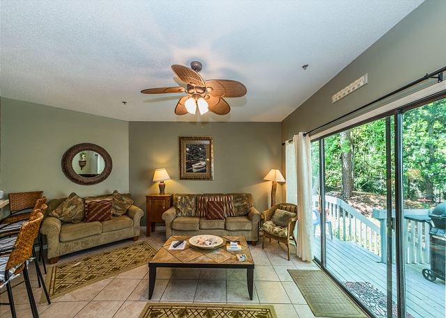 Ocean Breeze 99, 3 Bedroom, Large Pool, Tennis, Sleeps 8 -  - HiltonHeadRentals.com