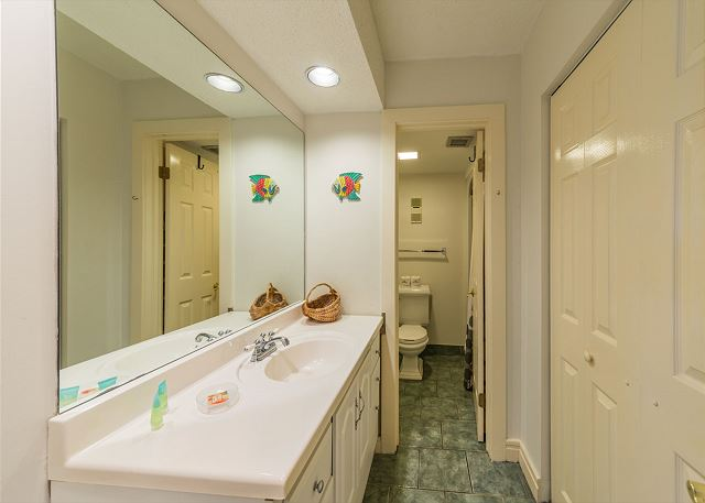 Xanadu 19-A, 2 Bedroom, Large Pool, Walk to Beach, Sleeps 8 - Getting ready for the day - HiltonHeadRentals.com