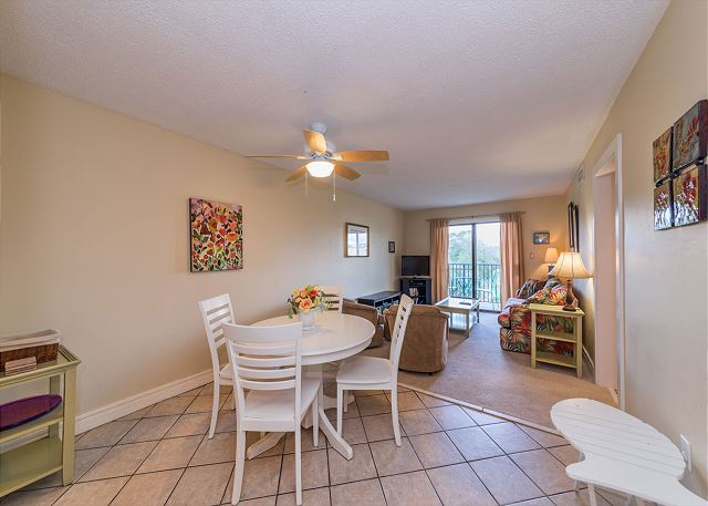 Xanadu 19-A, 2 Bedroom, Large Pool, Walk to Beach, Sleeps 8 - Take time to sit down for a meal together  - HiltonHeadRentals.com