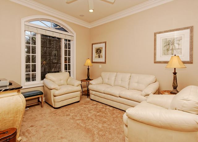Singleton Beach 11B, Oceanfront 3 Bedrooms, Pool, Elevator - Awesome lighting - HiltonHeadRentals.com
