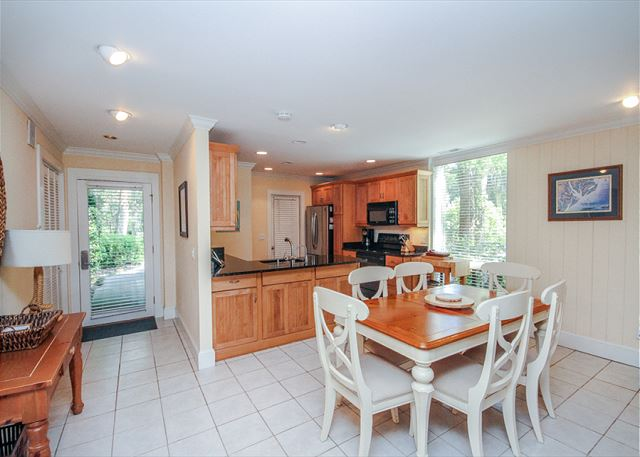 Woodbine Place 44, 2 Bedroom, Golf View, Walk to Beach, Sleeps 8 - Dining Area - HiltonHeadRentals.com