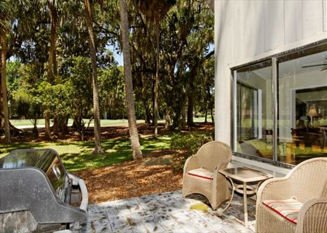 Fern Court 7, 3 Bedrooms, Golf View, Large Pool, Sleeps 10 - Are you a Grill Master? - HiltonHeadRentals.com