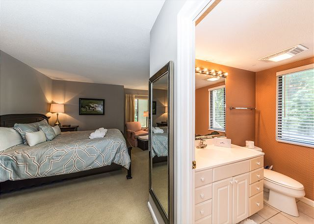 Beachwalk 185, 2 Bedrooms Pool, Near Beach, Sleeps 5 - En suite bathroom - HiltonHeadRentals.com