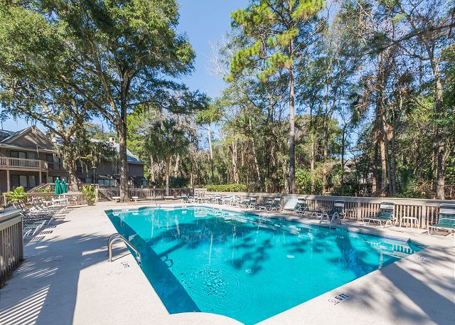 Beachwalk 185, 2 Bedrooms Pool, Near Beach, Sleeps 5 - Community Pool - HiltonHeadRentals.com
