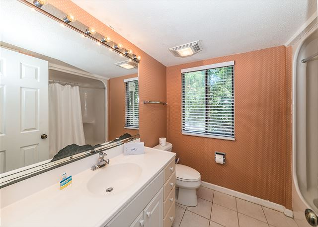 Beachwalk 185, 2 Bedrooms Pool, Near Beach, Sleeps 5 - Plenty of space - HiltonHeadRentals.com