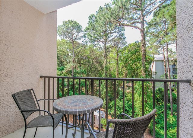 Village House 303, 2 Bedrooms, Pet Friendly, Elevator, Sleeps 6 - Village House 303 - HiltonHeadRentals.com