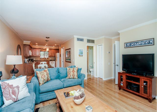 Water Oak 24, 2 BR, 3BA, Golf View, Large Pool, WiFi, Sleeps 8 - Make every night movie night - HiltonHeadRentals.com