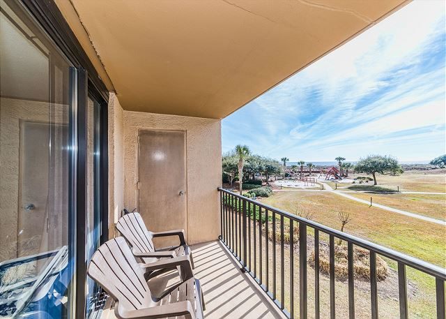 Island Club 3202, 2 Bedroom Oceanfront View, Pool, Walk to Beach - Relaxation - HiltonHeadRentals.com