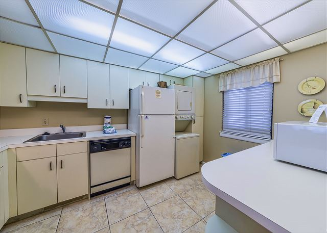 Island Club 3202, 2 Bedroom Oceanfront View, Pool, Walk to Beach - Cook With Ease - HiltonHeadRentals.com