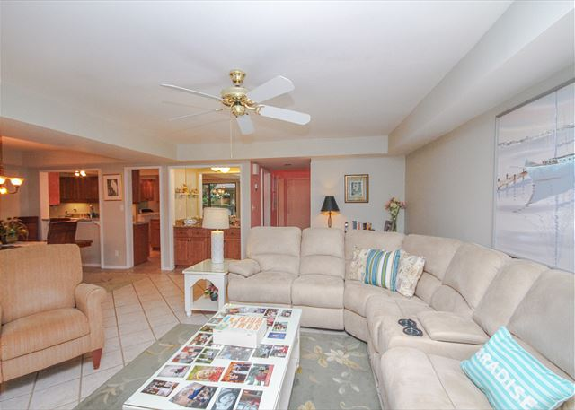 Fazio 19, 3 Bedrooms, Beautiful Pool View, Sleeps 8 - Come In And Have A Seat!  - HiltonHeadRentals.com