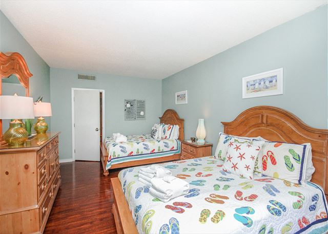 Village House 303, 2 Bedrooms, Pet Friendly, Elevator, Sleeps 6 - Colorful Surroundings - HiltonHeadRentals.com