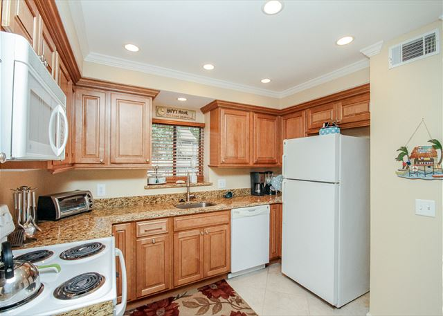 Water Oak 24, 2 BR, 3BA, Golf View, Large Pool, WiFi, Sleeps 8 - Kitchen appliances - HiltonHeadRentals.com