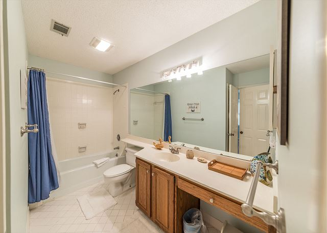 Lake Forest Villa 3368, 2 Bedroom, Lagoon View, Pool, Tennis - Second bathroom - HiltonHeadRentals.com