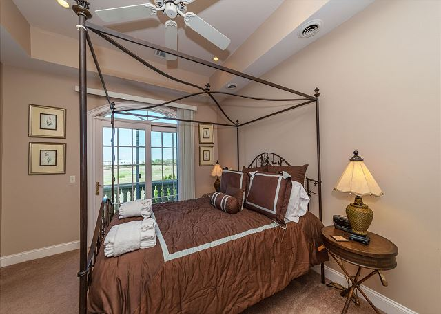 Singleton Beach 11A, Oceanfront 2 Bedrooms, Elevator, Pool - Bedroom - HiltonHeadRentals.com