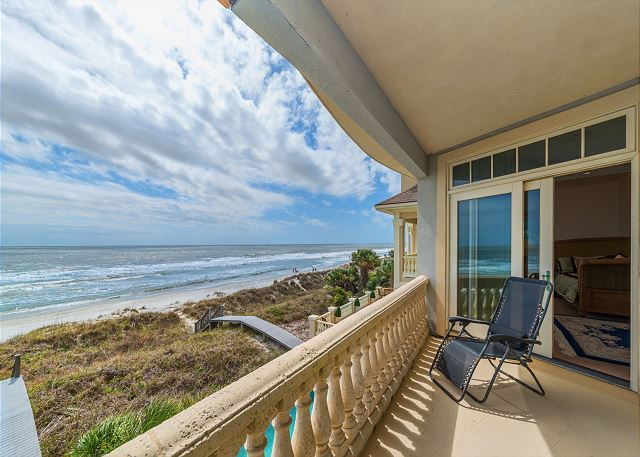 Singleton Beach 11A, Oceanfront 2 Bedrooms, Elevator, Pool - Gorgeous Views - HiltonHeadRentals.com