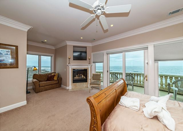 Singleton Beach 11A, Oceanfront 2 Bedrooms, Elevator, Pool -  Ready for romance  - HiltonHeadRentals.com