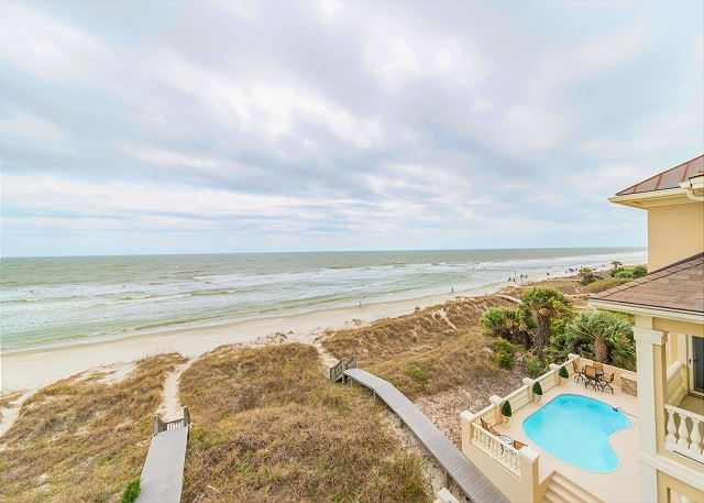 Singleton Beach 11A, Oceanfront 2 Bedrooms, Elevator, Pool - Right here is where you want to be! - HiltonHeadRentals.com