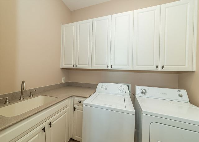 Singleton Beach 11A, Oceanfront 2 Bedrooms, Elevator, Pool - Full Sized Washer and Dryer - HiltonHeadRentals.com