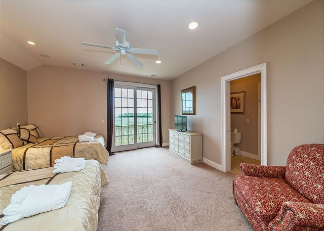 Singleton Beach 11A, Oceanfront 2 Bedrooms, Elevator, Pool - Spread Out and Relax - HiltonHeadRentals.com