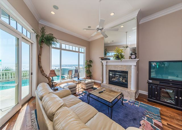 Singleton Beach 11A, Oceanfront 2 Bedrooms, Elevator, Pool - Living Room - HiltonHeadRentals.com