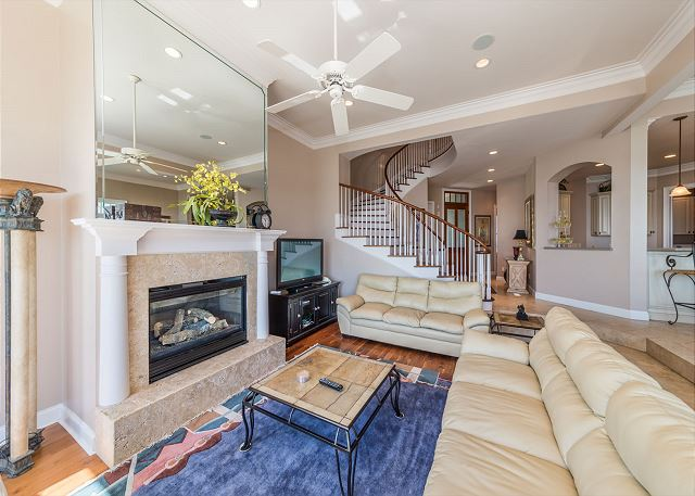 Singleton Beach 11A, Oceanfront 2 Bedrooms, Elevator, Pool - Light and Bright  - HiltonHeadRentals.com