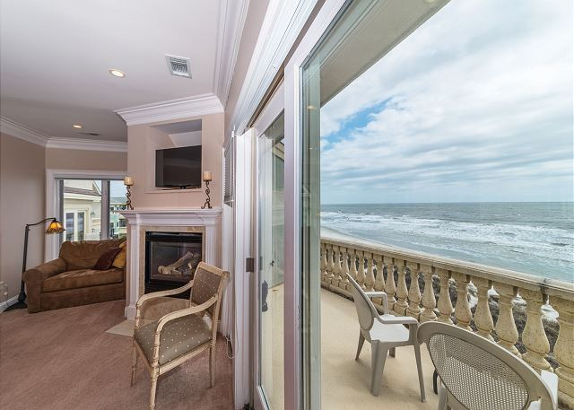 Singleton Beach 11A, Oceanfront 2 Bedrooms, Elevator, Pool - Wake Up to Watch the Surf - HiltonHeadRentals.com