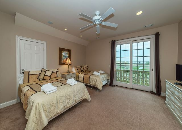 Singleton Beach 11A, Oceanfront 2 Bedrooms, Elevator, Pool - Fourth Bedroom  - HiltonHeadRentals.com
