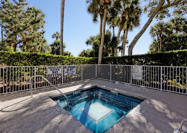 Barrington Arms 503, 1 Bedroom, Ocean View, Pool & Spa, Sleeps 4 - Soothing Waters - HiltonHeadRentals.com