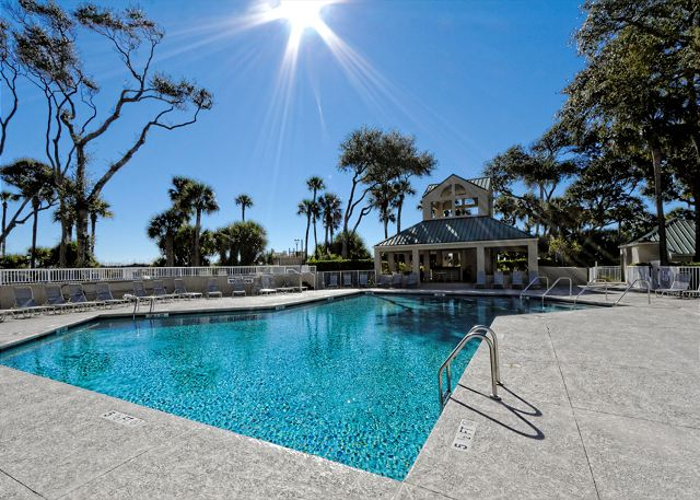 Barrington Arms 503, 1 Bedroom, Ocean View, Pool & Spa, Sleeps 4 - Pool Fun! - HiltonHeadRentals.com