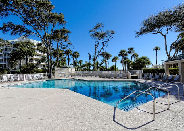 Barrington Arms 503, 1 Bedroom, Ocean View, Pool & Spa, Sleeps 4 - Take a swim, keep cool in the pool - HiltonHeadRentals.com
