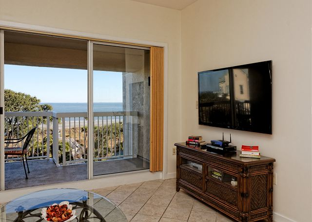 Barrington Arms 503, 1 Bedroom, Ocean View, Pool & Spa, Sleeps 4 - Balcony Access - HiltonHeadRentals.com