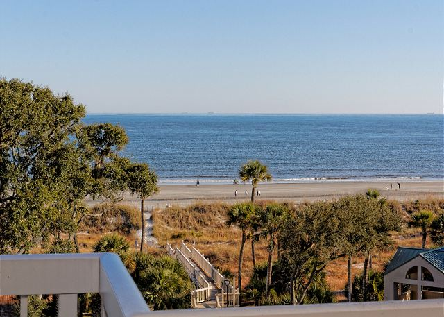 Barrington Arms 503, 1 Bedroom, Ocean View, Pool & Spa, Sleeps 4 - Bring Your Beach Towel - HiltonHeadRentals.com