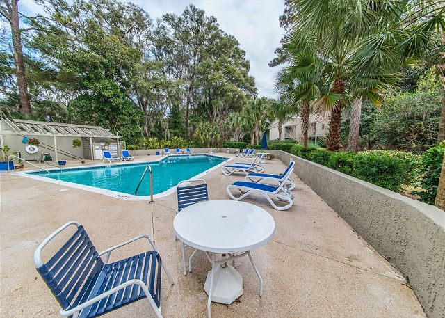 SailMaster 37, 2 Bedrooms, Pool, Patio, Sleeps 6 - Pool Fun! - HiltonHeadRentals.com