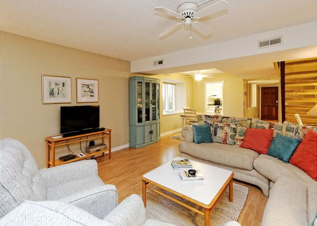 SailMaster 37, 2 Bedrooms, Pool, Patio, Sleeps 6 - Perfect Family Accommodation - HiltonHeadRentals.com