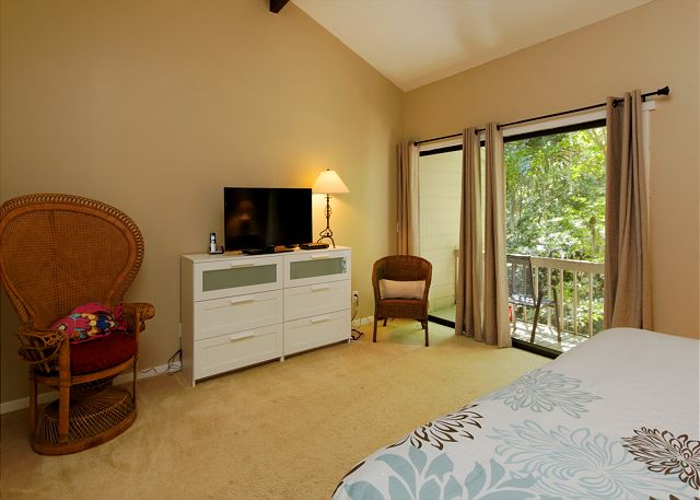 SailMaster 37, 2 Bedrooms, Pool, Patio, Sleeps 6 - Master bedroom - HiltonHeadRentals.com