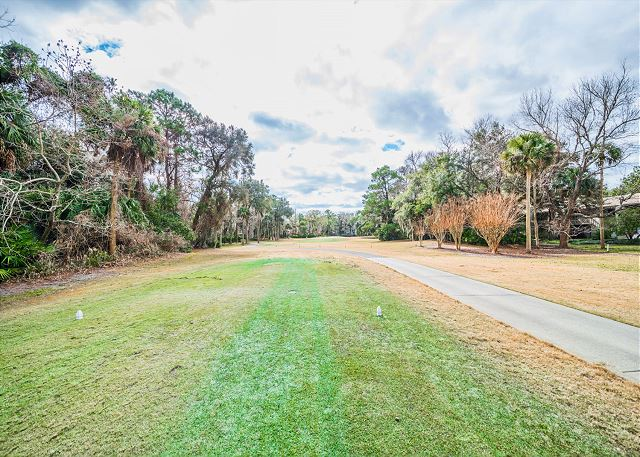 SailMaster 37, 2 Bedrooms, Pool, Patio, Sleeps 6 - Golf Course! - HiltonHeadRentals.com