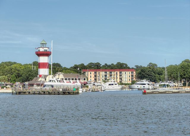 SailMaster 37, 2 Bedrooms, Pool, Patio, Sleeps 6 - Harbor Town - HiltonHeadRentals.com