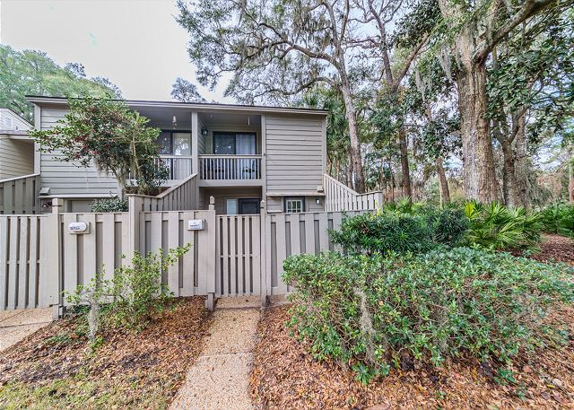 SailMaster 37, 2 Bedrooms, Pool, Patio, Sleeps 6 - Lovely gate - HiltonHeadRentals.com