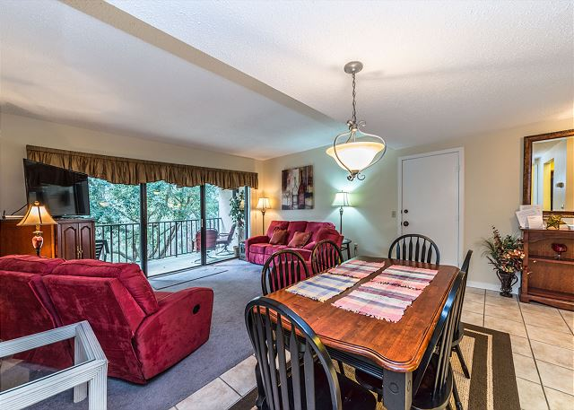 Village House 307, 2 Bedrooms, Pet Friendly, Elevator, Sleeps 8 - Harvest Table - HiltonHeadRentals.com