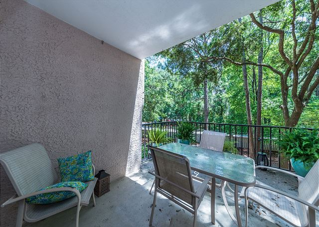 Village House 107, 2 Bedrooms, Pet Friendly, Pool, Sleeps 7 - Fresh Air - HiltonHeadRentals.com